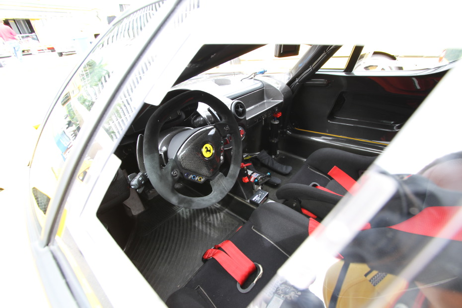 ferrari-fxx-yellow-interior.JPG
