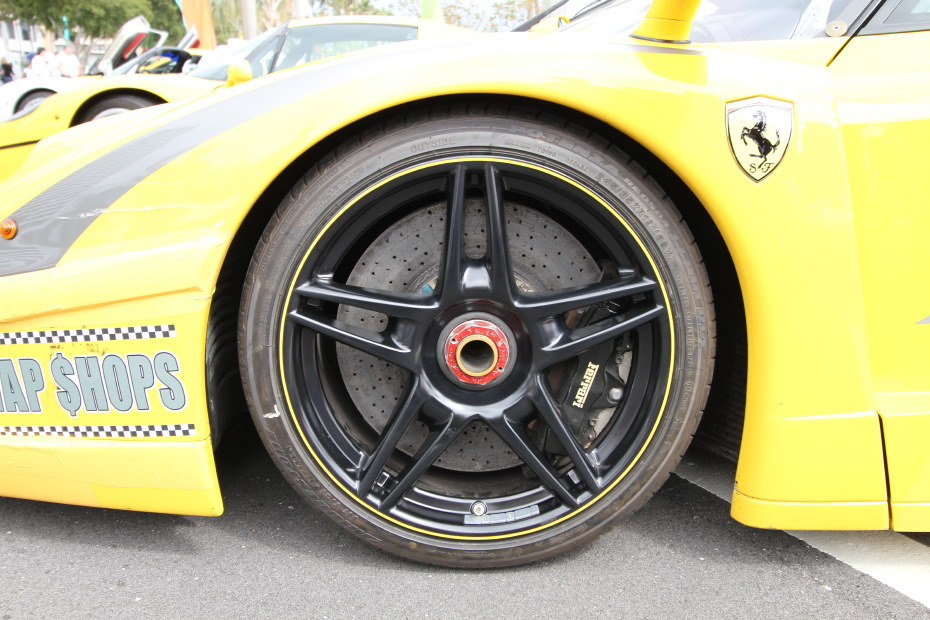 ferrari-fxx-yellow-wheels-brakes.JPG