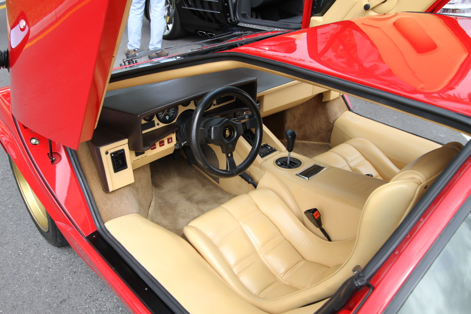 lamborghini-countach-interior.JPG