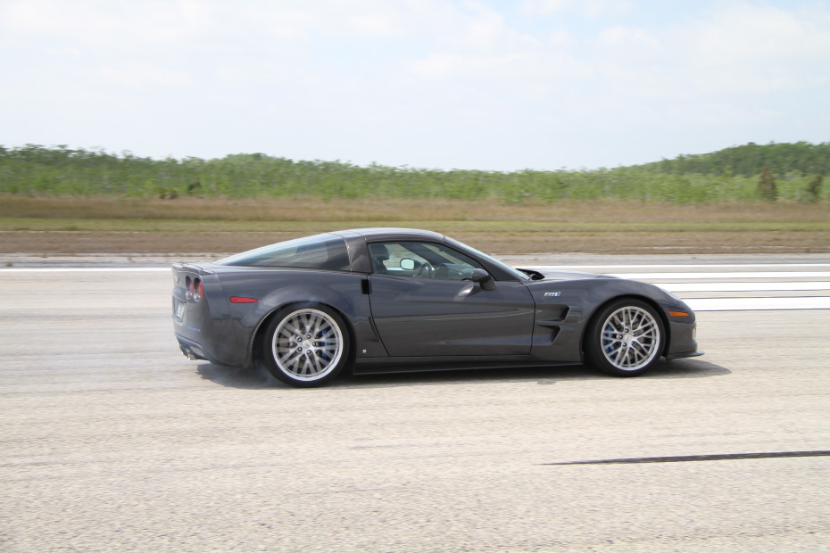 Chevrolet-Corvette-ZR1-Grey-2-Standing-One-Mile-2557.JPG