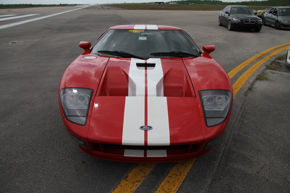 Ford-GT-Red-White-2-Standing-One-Mile-2607.JPG