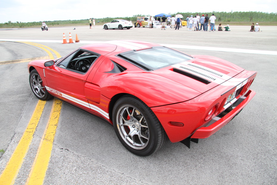 Ford-GT-Red-White-3-Standing-One-Mile-2608.JPG
