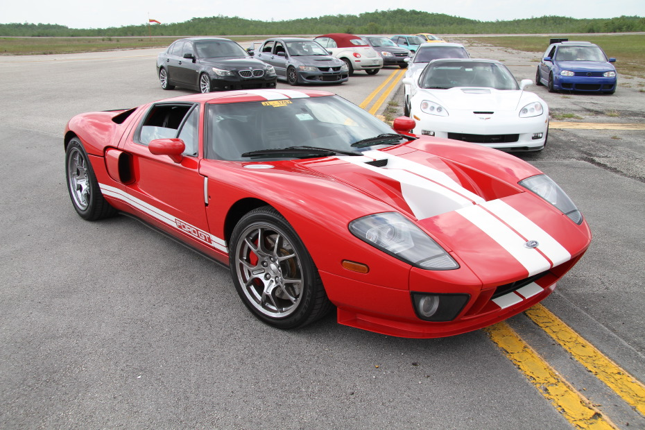 Ford-GT-Red-White-Standing-One-Mile-2606.JPG