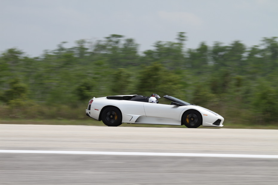 Lamborghini-Murcielago-white-roadster-1-Standing-One-Mile-2662.JPG