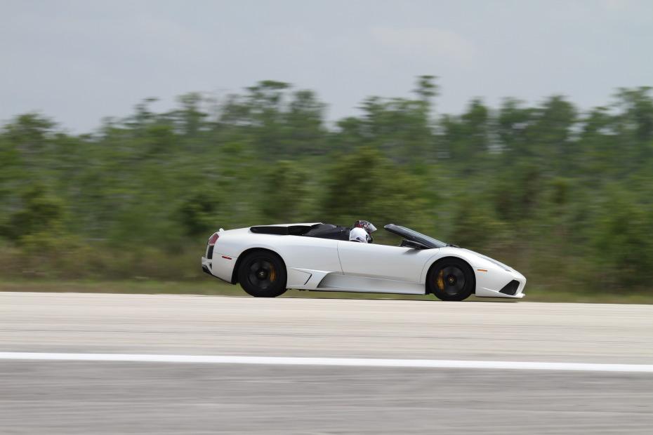 Lamborghini-Murcielago-white-roadster-1-Standing-One-Mile-2662.JPG