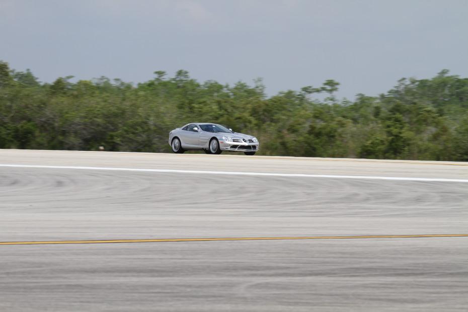 Mercedes-Benz-SLR-3-Standing-One-Mile-2822.JPG