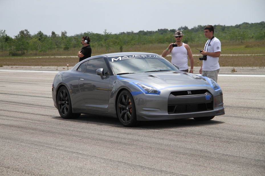 Nissan-GT-R-Grey-1-Standing-One-Mile-2581.JPG