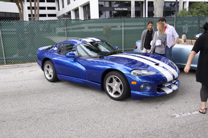 1996-Dodge-Viper-GTS-Blue-White-Stripes-quarter.JPG