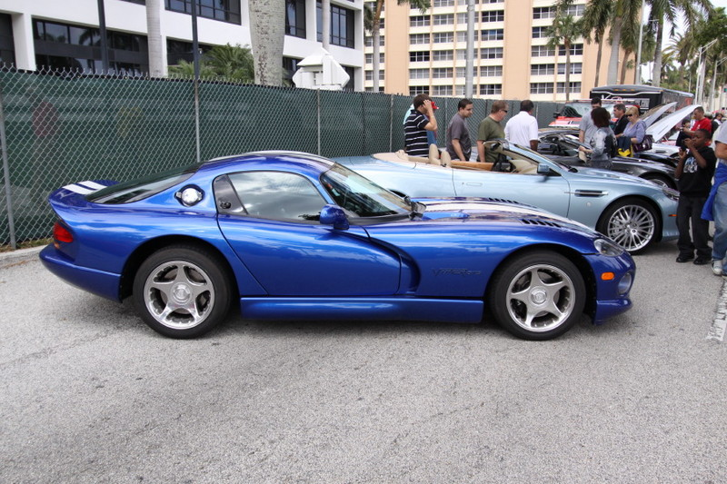 1996-Dodge-Viper-GTS-Blue-White-Stripes-side.JPG
