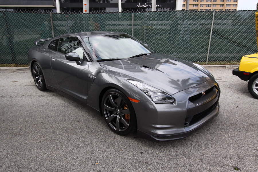 2009-Nissan-GT-R-Grey.JPG