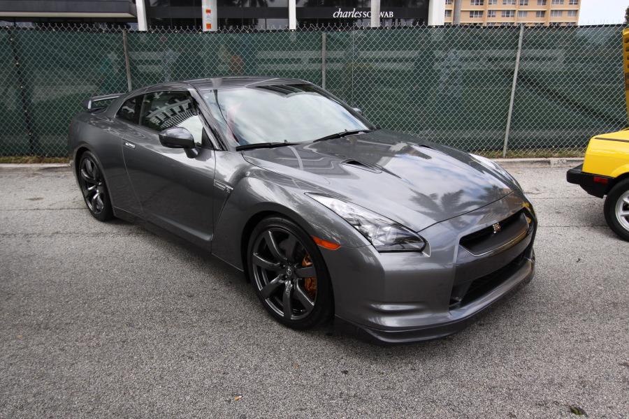 2009-Nissan-GT-R-Grey.JPG