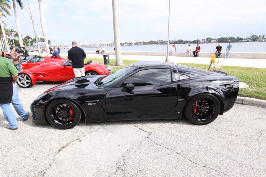 Chevrolet-Corvette-Z06-black-side-view.JPG