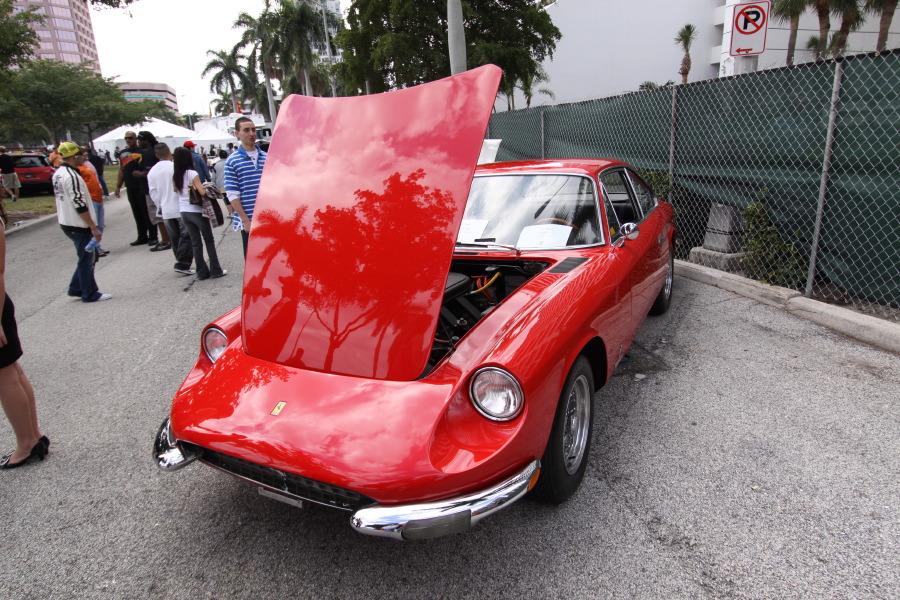 Ferrari-Vintage-Red.JPG