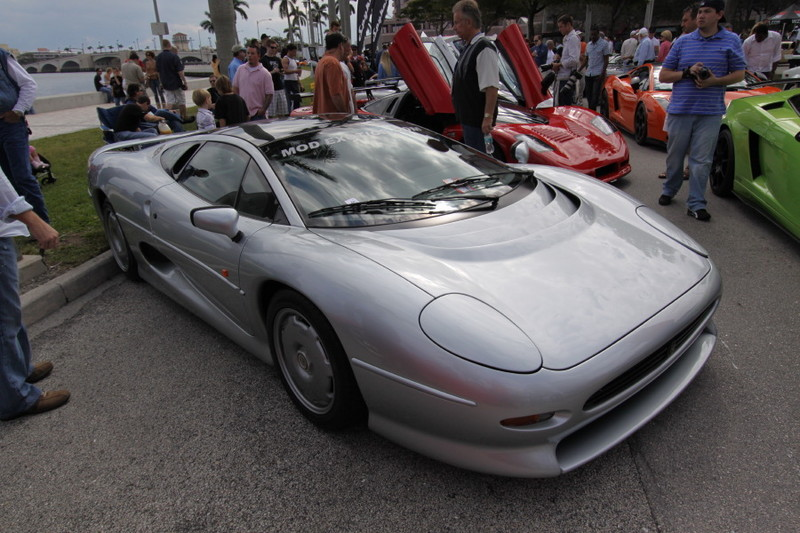 Jaguar-XJ220-Side-View.JPG