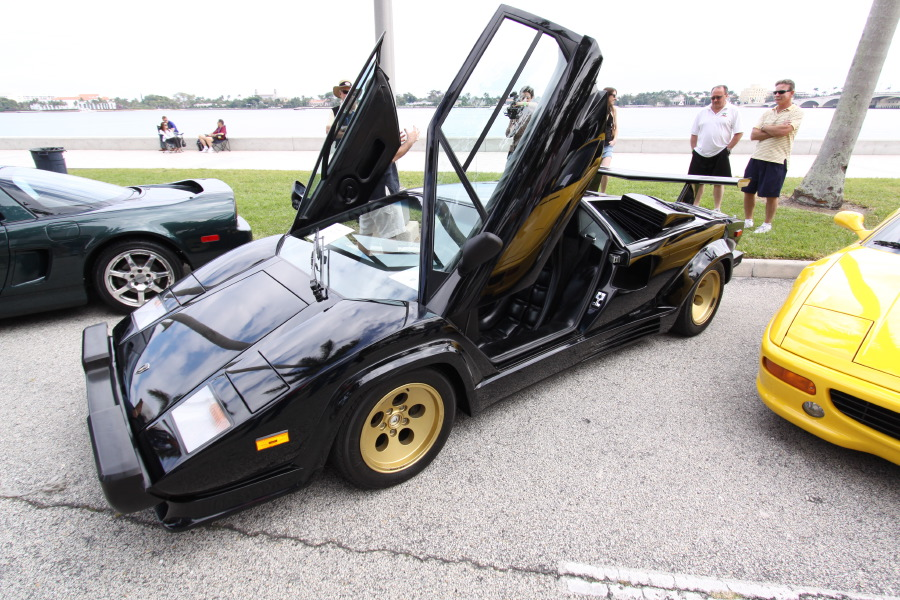 Lamborghini-Countach-Black-Gold.JPG