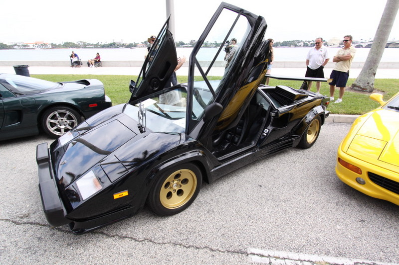 Lamborghini-Countach-Black-Gold.JPG