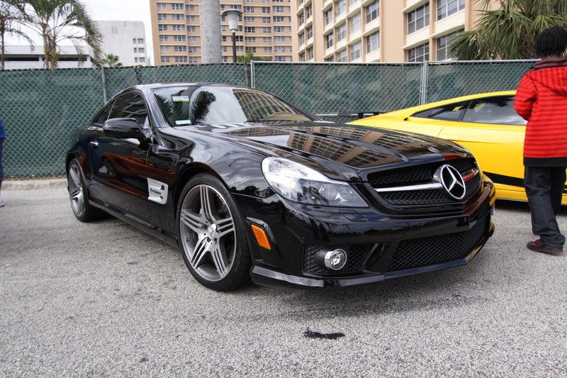 Mercedes-Benz-SL63-AMG-quarter-view.JPG