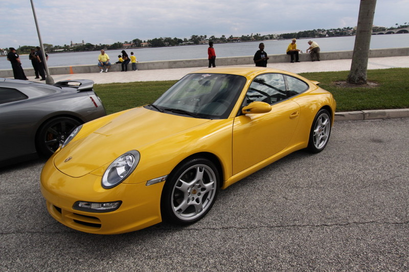 Porsche-911-yellow-side-view.JPG