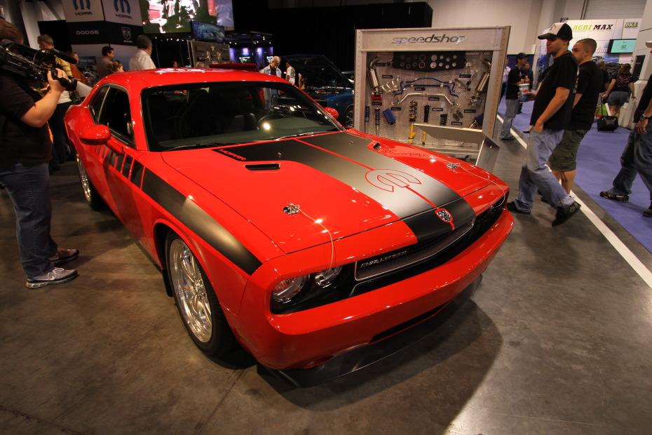Dodge-Challenger-Mopar-Edition-1.JPG