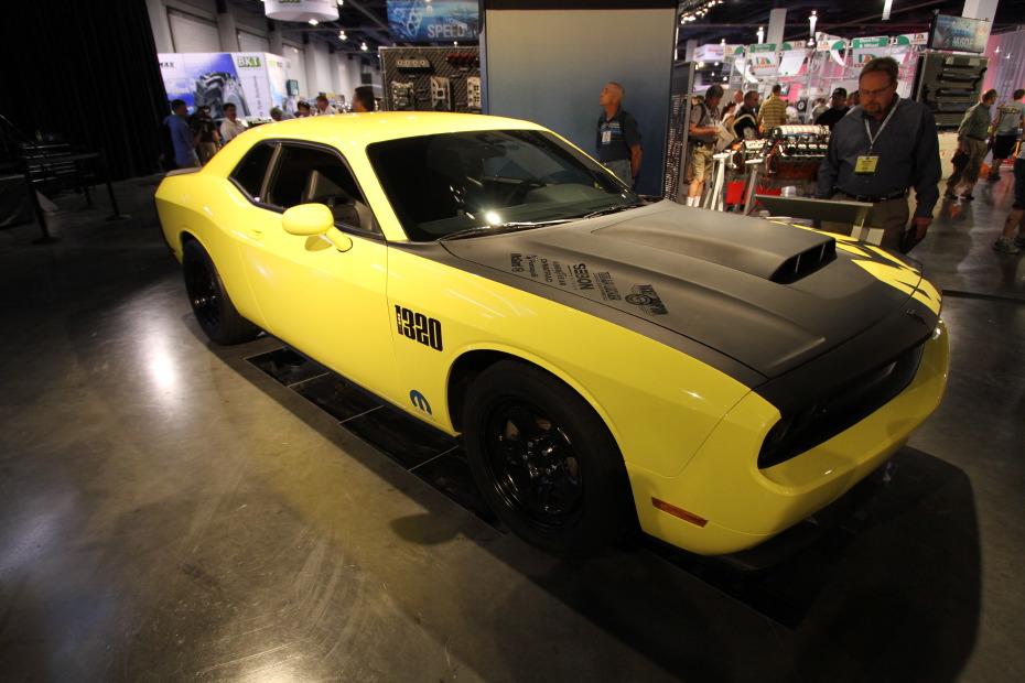 Mopar-Dodge-Challenger-1320-1.JPG
