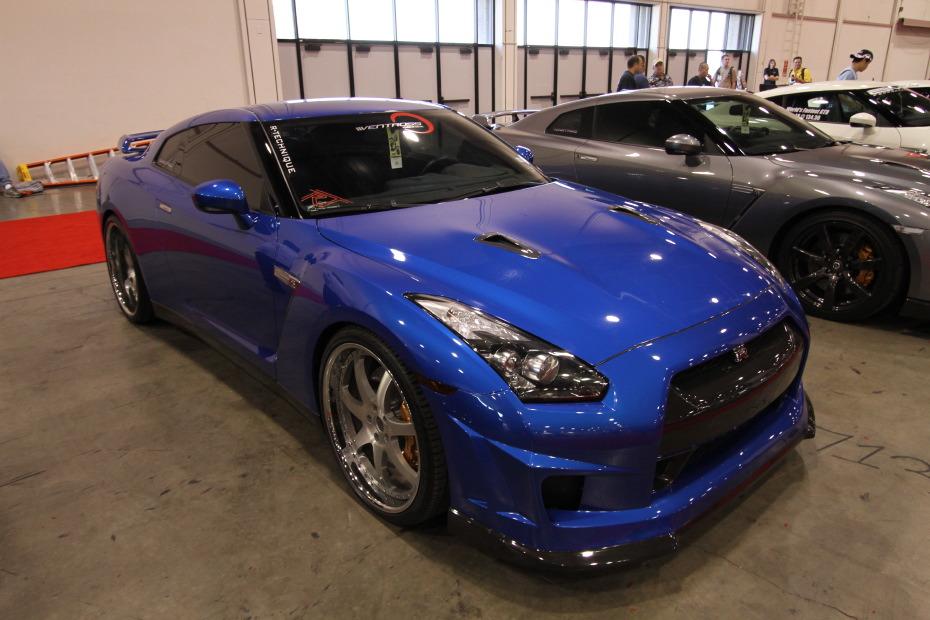 Nissan-GT-R-Blue-2.JPG