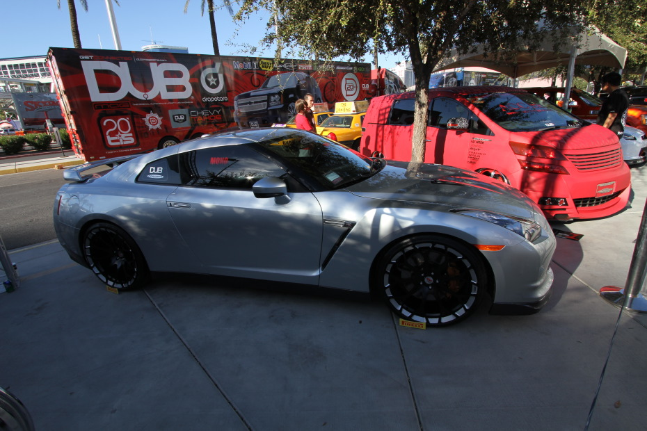 Nissan-GT-R-DUB.JPG