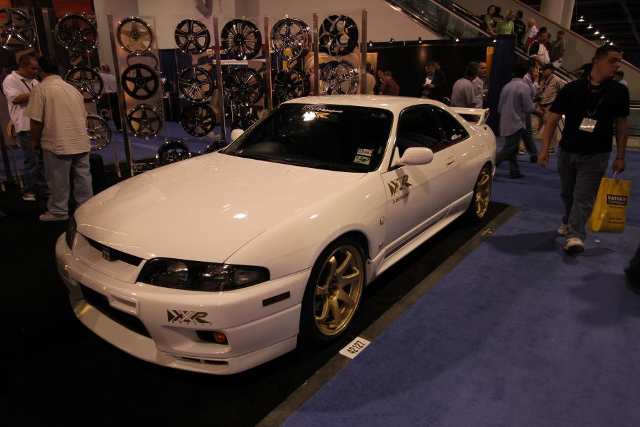 Nissan-GT-R-White-1.JPG