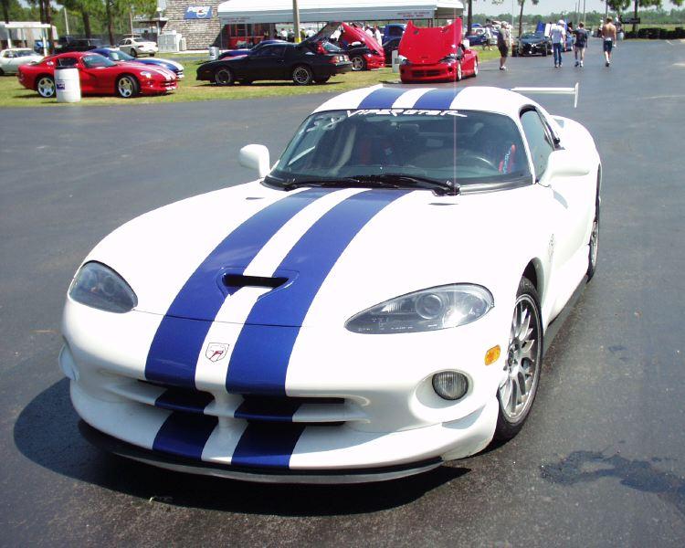 1998 Dodge Viper GTS-R. viper-corvette-5200008.jpg