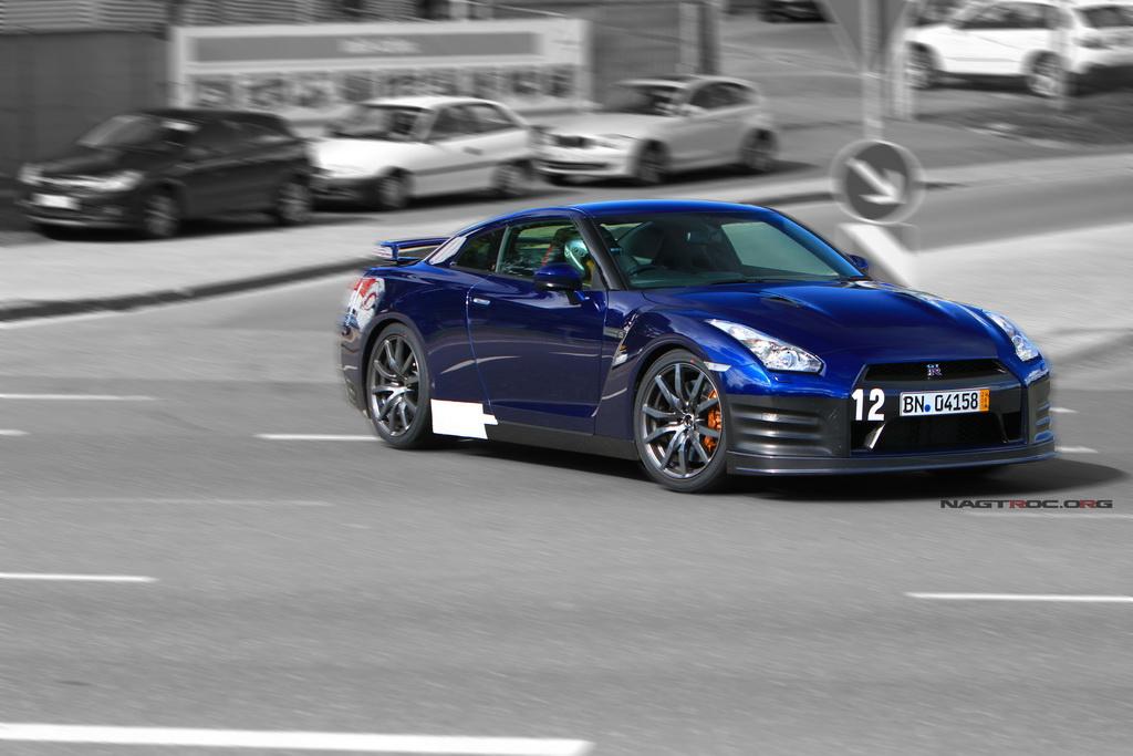 2012-nissan-gt-r-blue-008