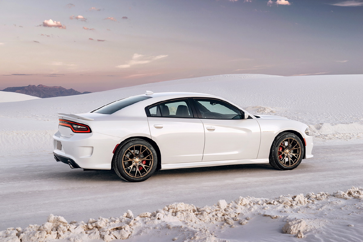 dodge is on a roll with fastest sedan in the world 707hp charger hellcat drag. Black Bedroom Furniture Sets. Home Design Ideas