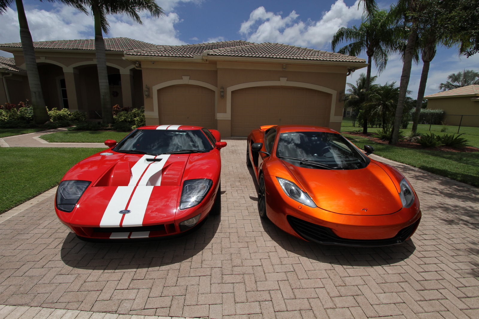 mclaren-mp4-12c-volcano-orange-vs-ford-gt-red-white-003