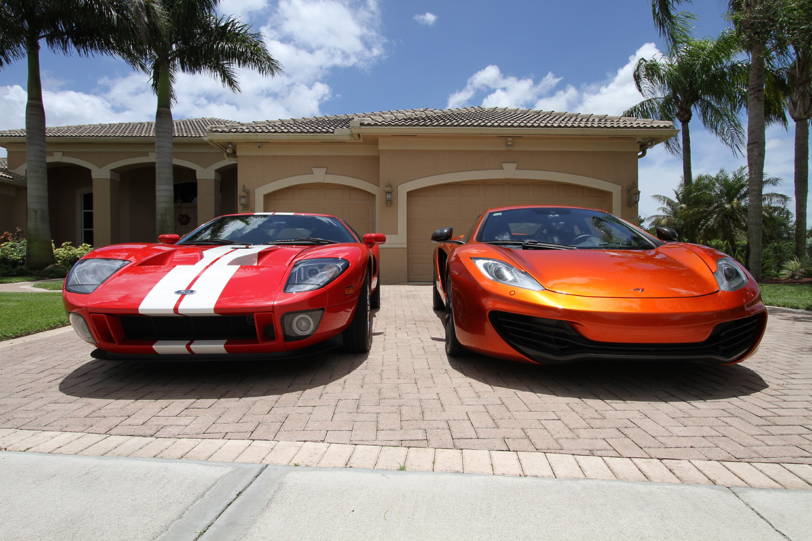 mclaren-mp4-12c-volcano-orange-vs-ford-gt-red-white-005