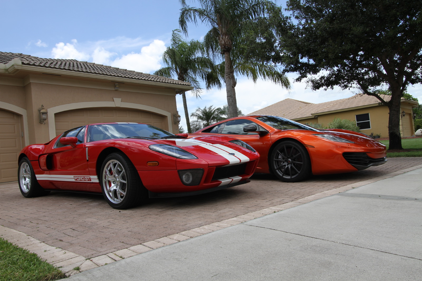 mclaren-mp4-12c-volcano-orange-vs-ford-gt-red-white-006