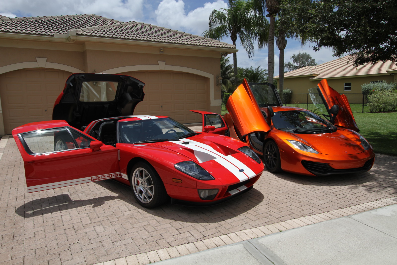 mclaren-mp4-12c-volcano-orange-vs-ford-gt-red-white-009