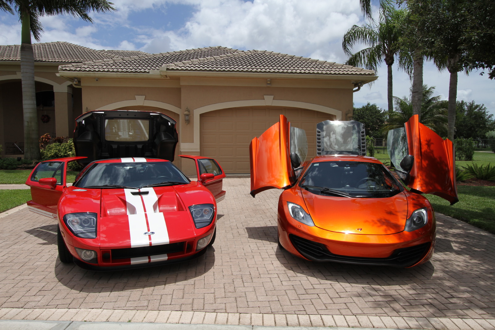 mclaren-mp4-12c-volcano-orange-vs-ford-gt-red-white-010