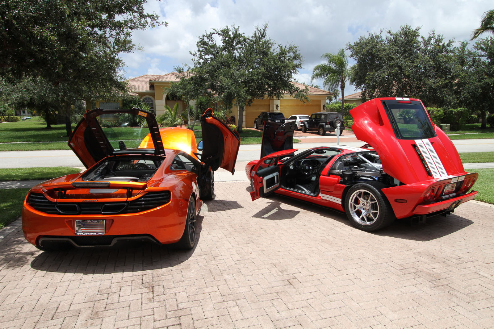 mclaren-mp4-12c-volcano-orange-vs-ford-gt-red-white-015