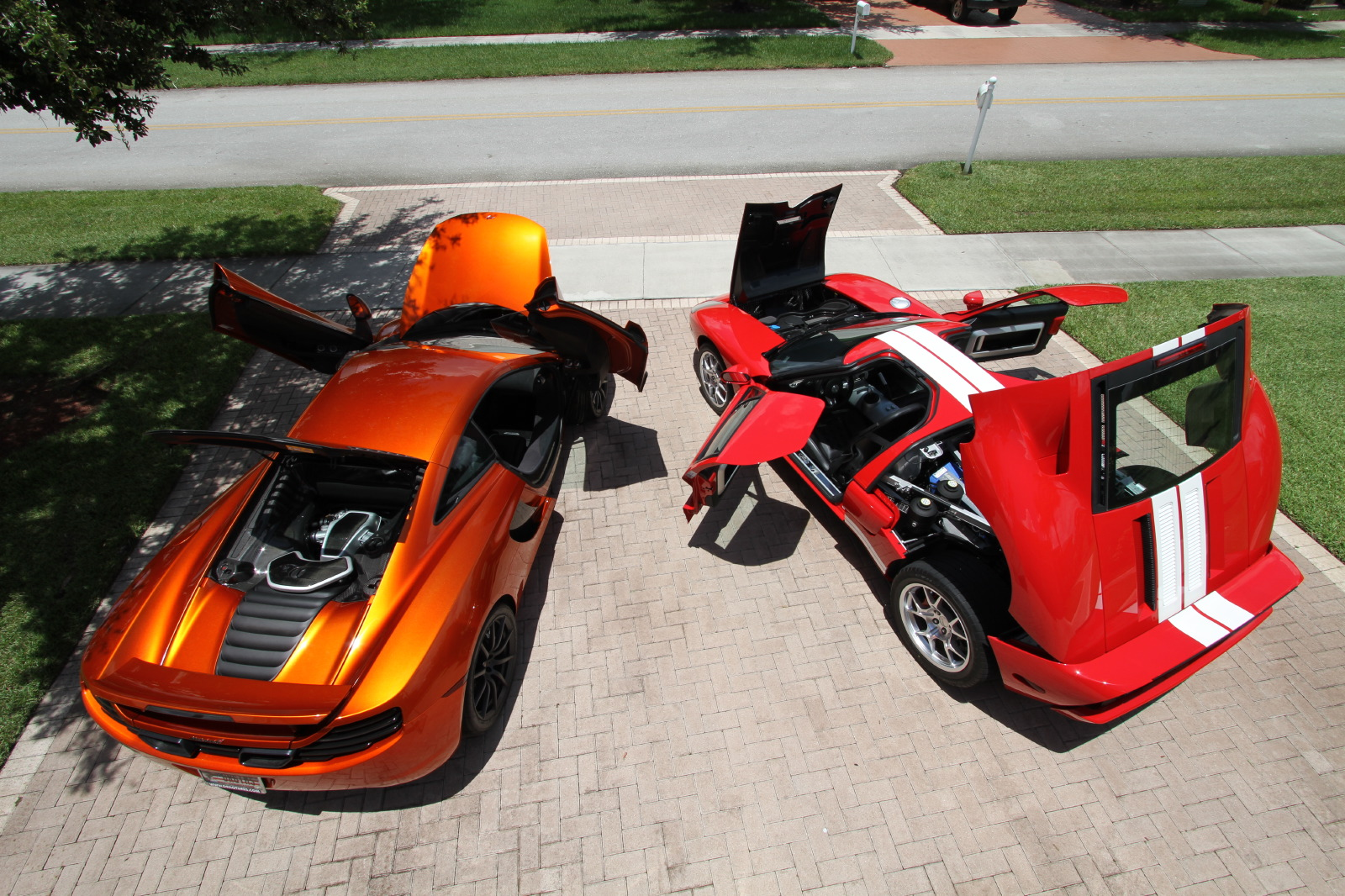 mclaren-mp4-12c-volcano-orange-vs-ford-gt-red-white-019