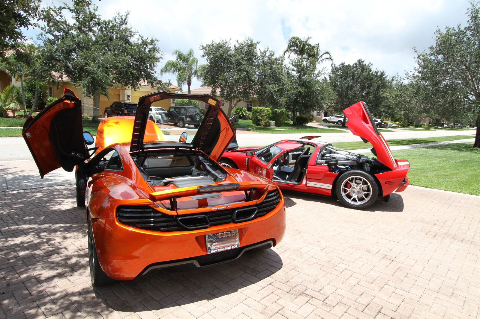 mclaren-mp4-12c-volcano-orange-vs-ford-gt-red-white-021