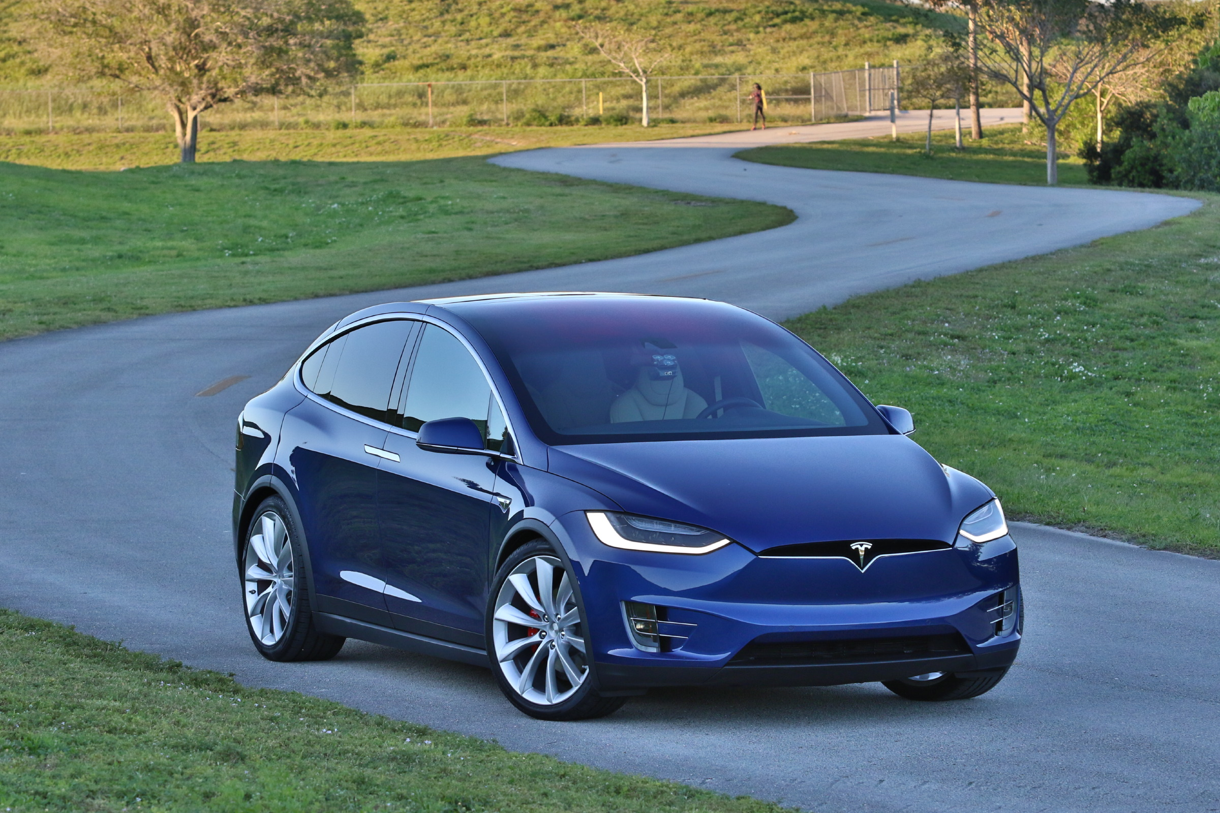 2016 tesla model x p90d deep blue metallic picture gallery. Black Bedroom Furniture Sets. Home Design Ideas