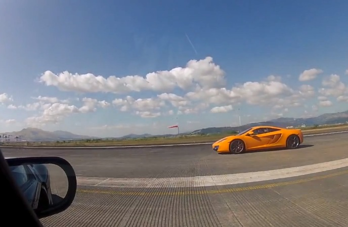 McLaren-MP4-12c-vs-Ford-GT