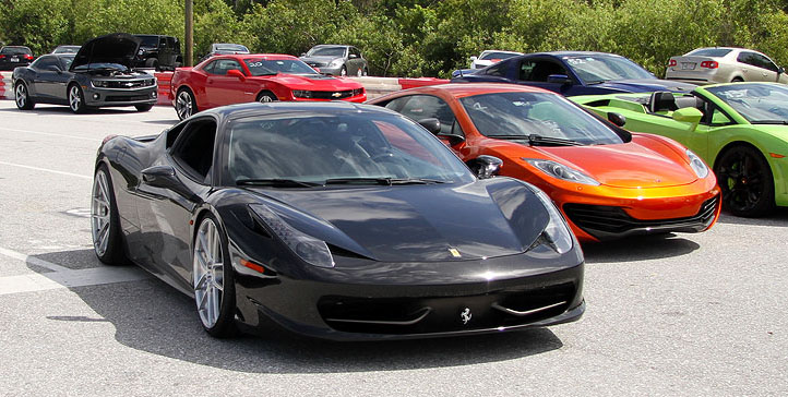 McLaren-MP4-12C-vs-Ferrari-458-1