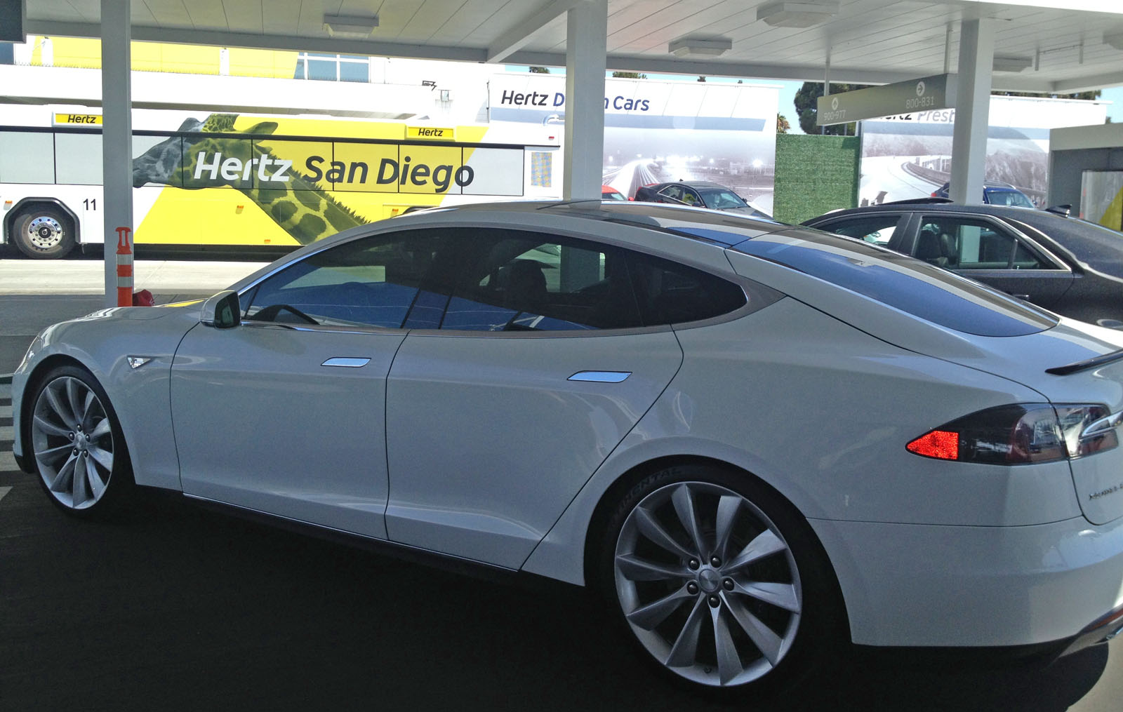 Tesla-Model-S-Rental-Car-Hertz-1
