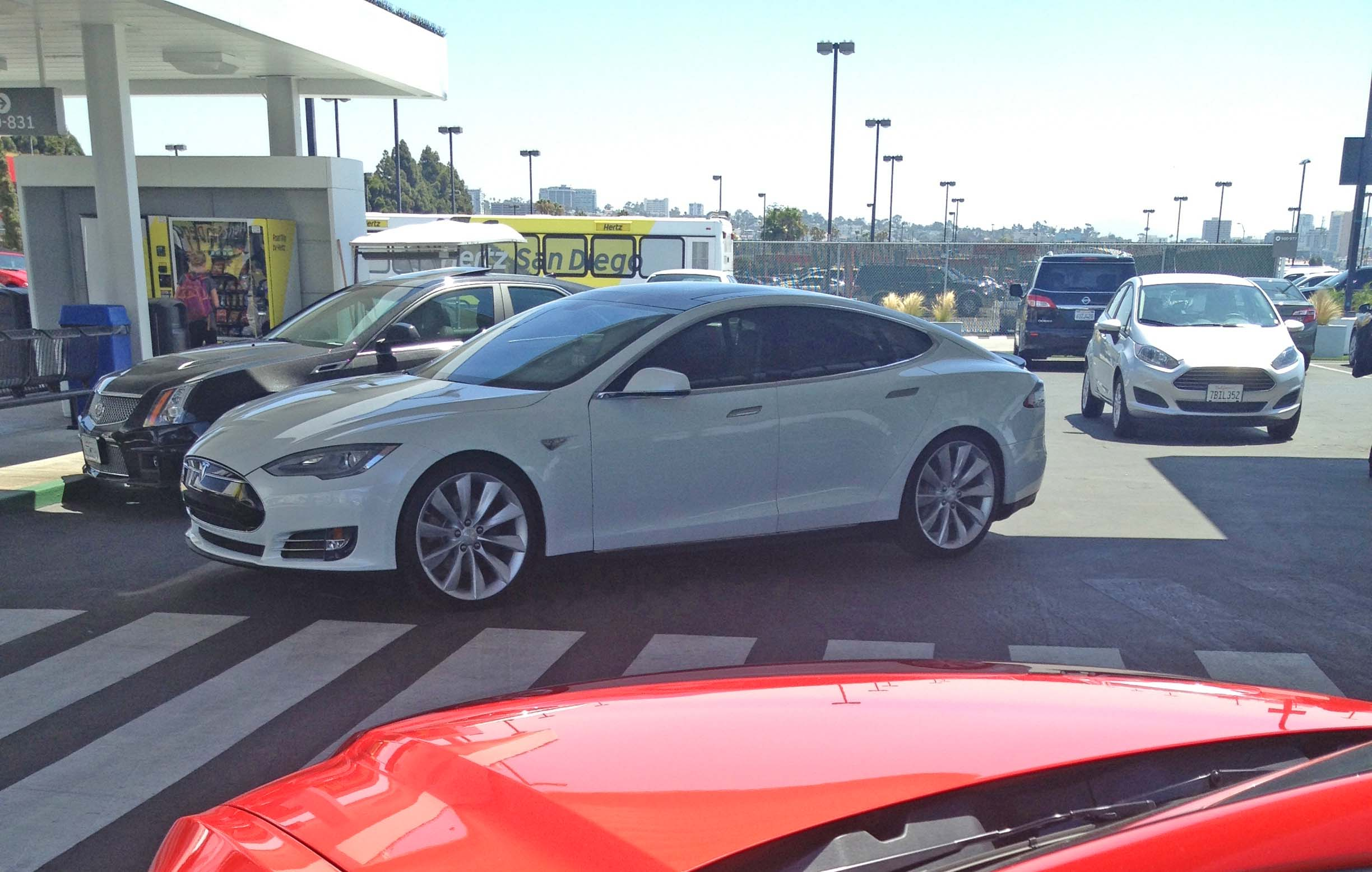 Tesla-Model-S-Rental-Car-Hertz-2