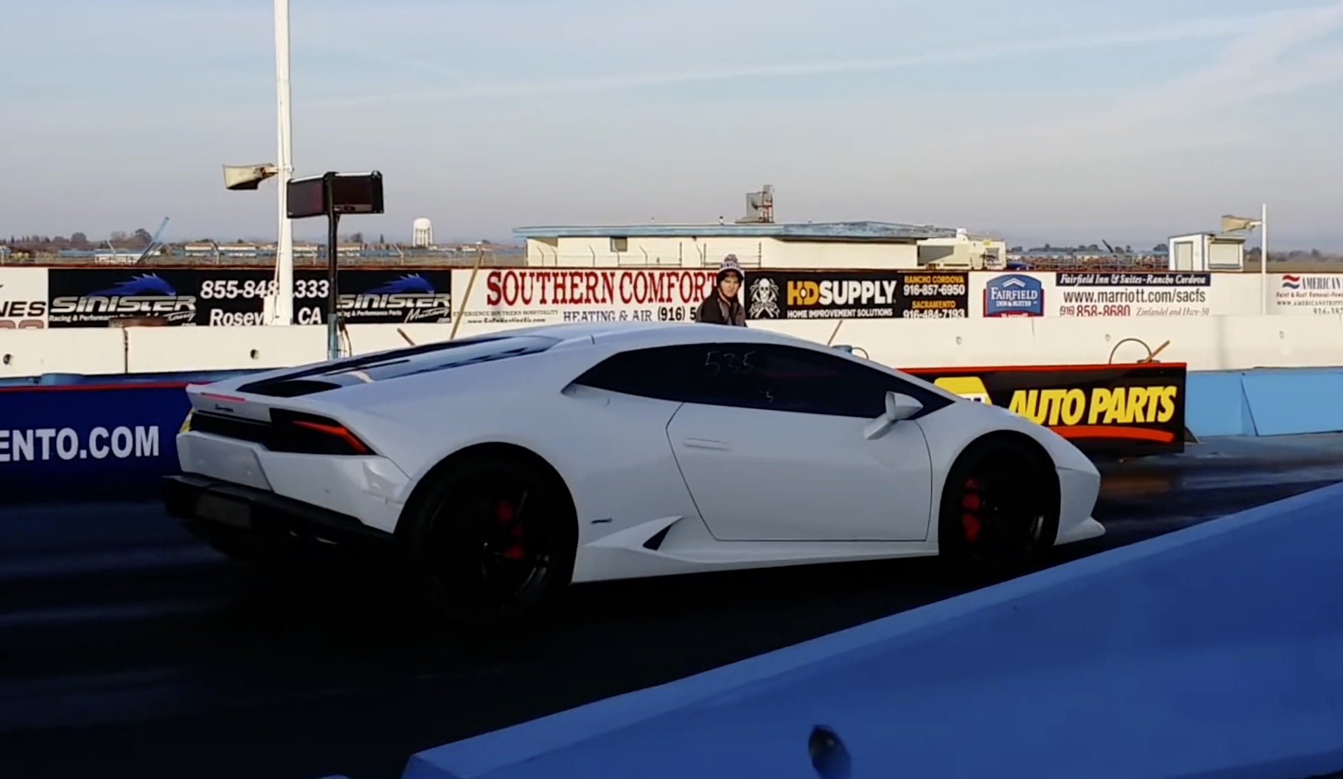 lamborghini huracan runs 10 8 132 mph drag racing in the 1 4 mile dragtim. Black Bedroom Furniture Sets. Home Design Ideas