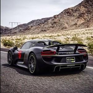 Street Race Porsche 918 Spyder