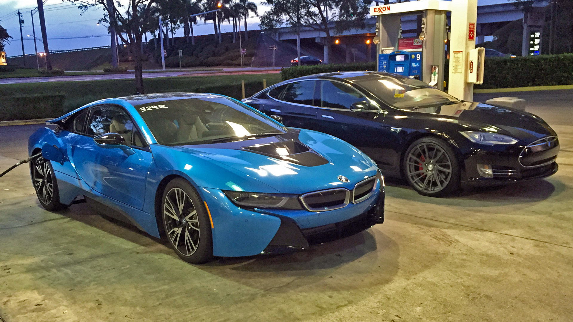 Tesla-P85D-vs-BMW-i8-racing