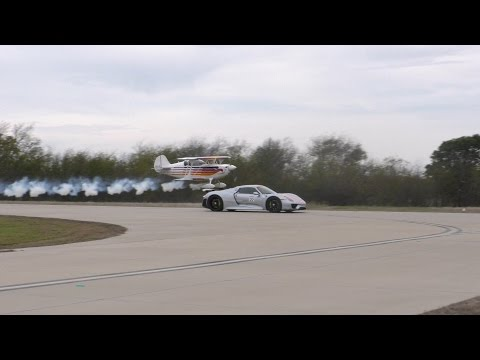 Drag Race - Porsche 918 vs Stunt Plane