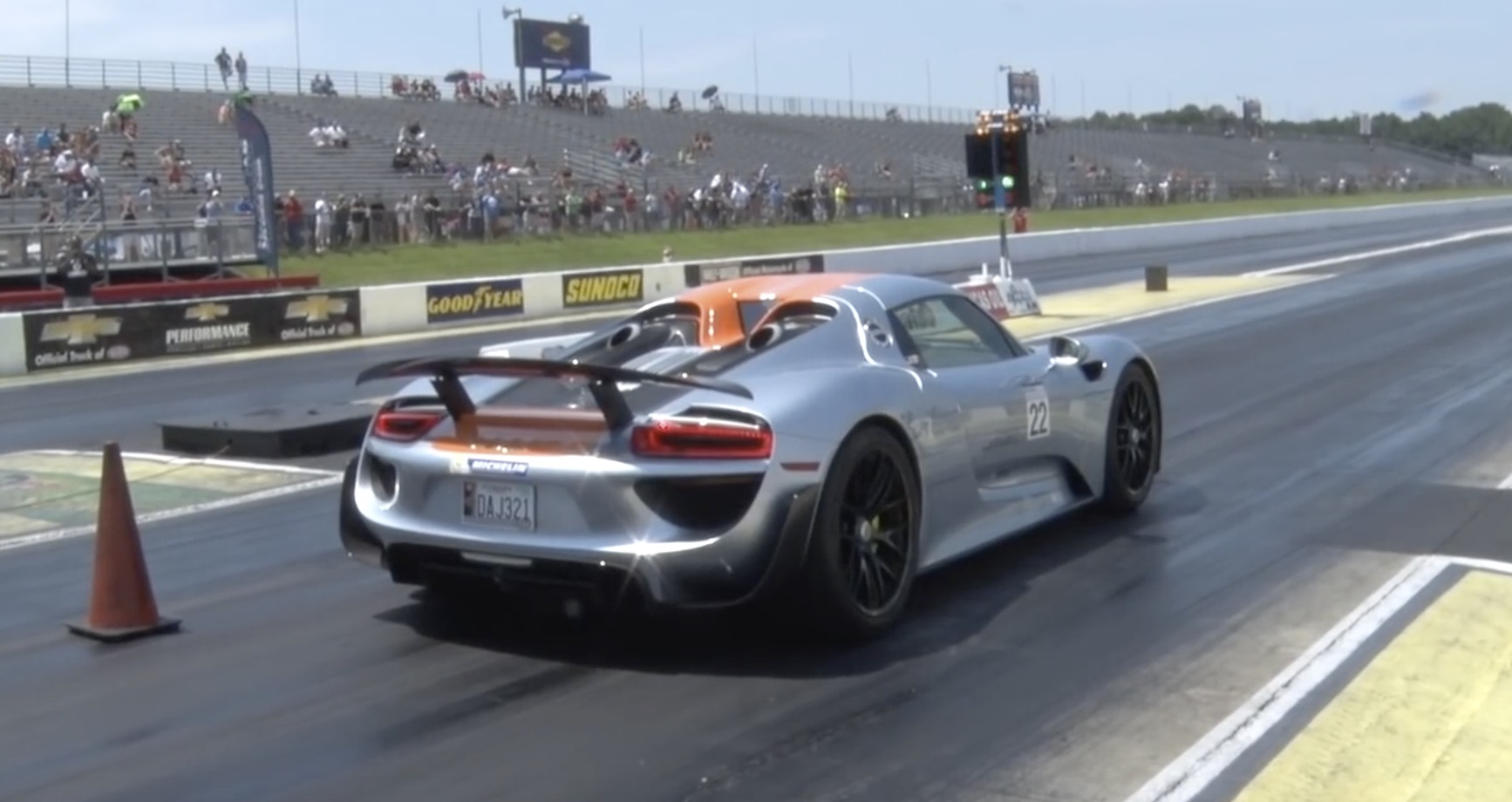 porsche-918-spyder-drag-racing