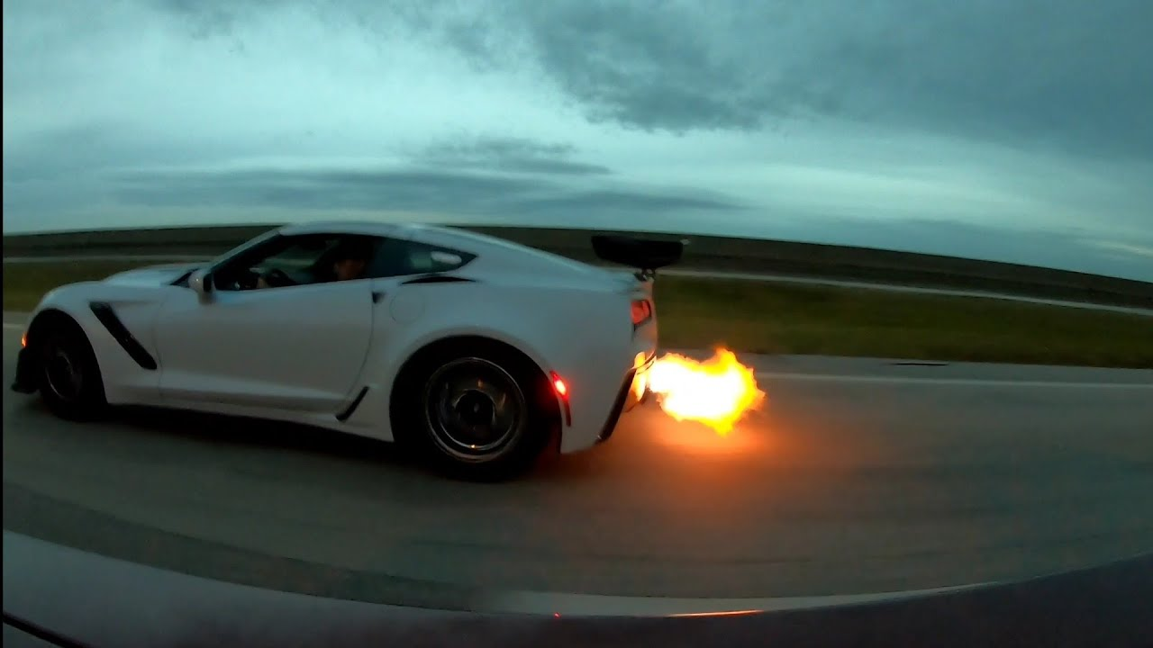 Modified C7 Corvette ZR1 vs. Whipple Hellcat – Street Hits