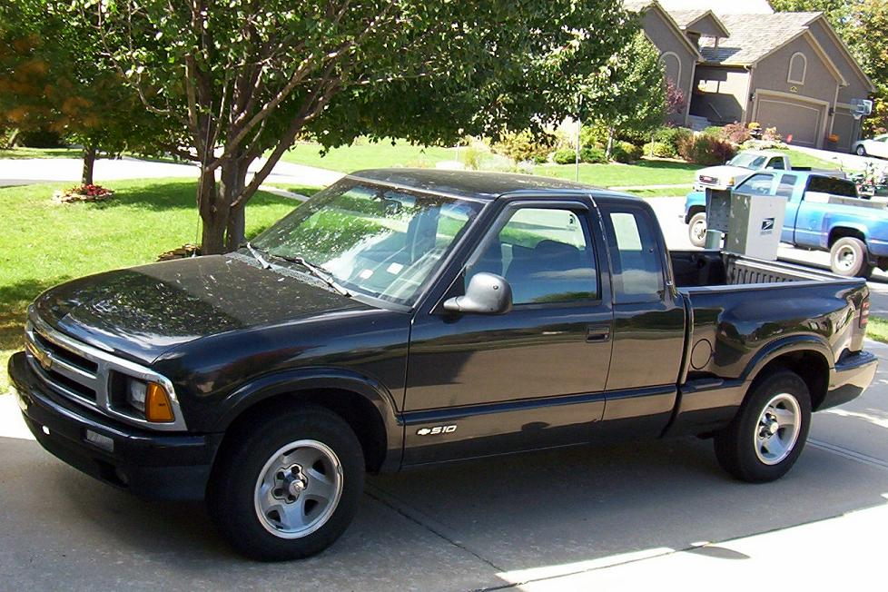 1996 Chevrolet S10 Pickup LS